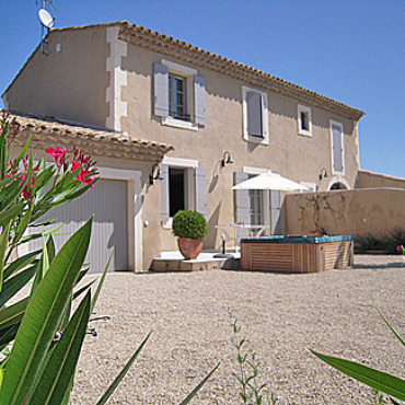 3 bedroom cottage in Provence with heated Spa