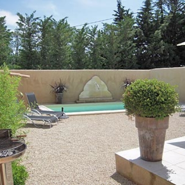 Yearly rental cottage Santoline is a 3 bedroom house fitting up to 6 persons in Saint-Rémy-de-Provence, France