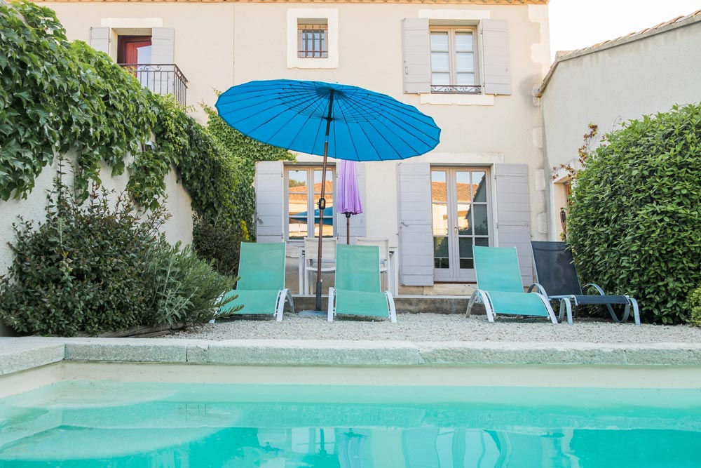 Swimming pool and terrace Papillon Mititia residence Provence