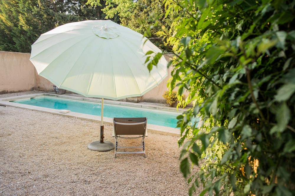 Swimming pool yard house cyprès Mititia residence Provence